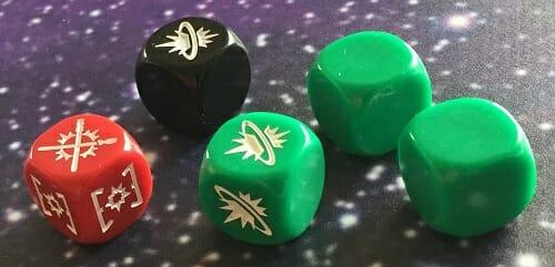 Les nouveaux dés verts, au nombre de trois et n'ayant que deux faces efficaces