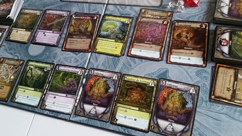 Exemple-type d'un tour qui sert à rien : malgré un investissement précédent dans des Mystiques, je n'ai pas assez pour acheter des cartes et pas assez pour taper des monstres, donc lui va se prendre 9 PV ce tour-ci, VDM