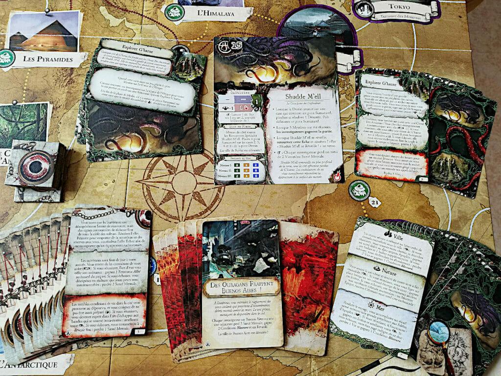 La thématique liée au scénario se répercute sur une grande variété d'éléments du jeu
