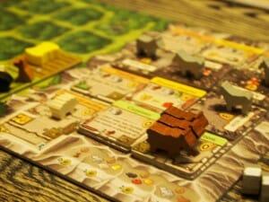 Caverna, le seul jeu où on construit une salle à manger pour mettre des vaches dedans