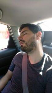 La route est longue et le salon sera difficile ! On essaye de capitaliser du sommeil.