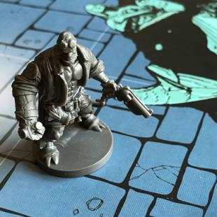 Hellboy – Un carpaccio de 6 gardiens, ceintures et bottes comprises s'il vous plait !